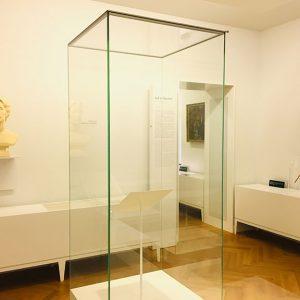 Foto: Taktstock Richard Wagners in der Dauerausstellung mit einer Büste Cosima Wagners – Nationalarchiv der Richard-Wagner-Stiftung, Bayreuth