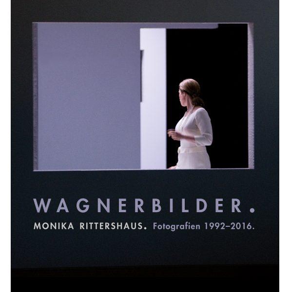 "Plakatmotiv der Sonderausstellung ""Wagnerbilder. Monika Rittershaus. Fotografien 1992–2016"", 2016 – Foto: Monika Rittershaus, ""Götterdämmerung"" 2010"
