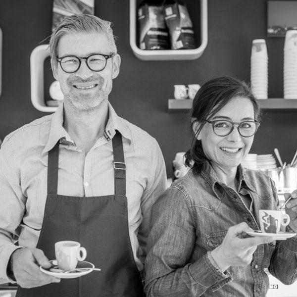 """Foto: Oliver Hoyer und Simone Wedlich, Betreiber der """"Eis/Bar"""" und des Café Wahnfried"""