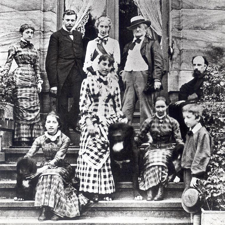 Foto: Richard Wagner und seine Familie auf der Gartentreppe von Haus Wahnfried