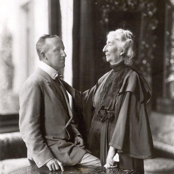 Foto von Siegfried Wagner mit seiner Mutter Cosima, 1911