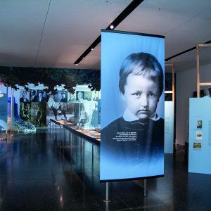 """Foto: Raumeindruck der Ausstellung """"Siegfried Wagner. Eine Spurensuche"""""""