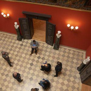 Foto: Direktorenführung in der Halle von Haus Wahnfried
