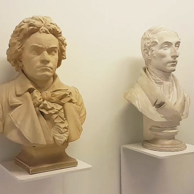 Foto: Büsten Ludwig van Beethovens und Carl Maria von Webers in Haus Wahnfried