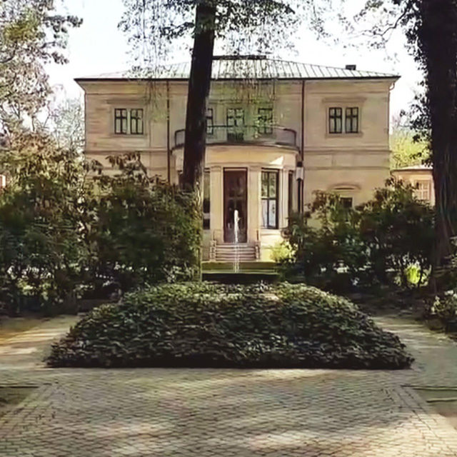 Foto: Grabstätte Richard und Cosima Wagners im Garten von Haus Wahnfried