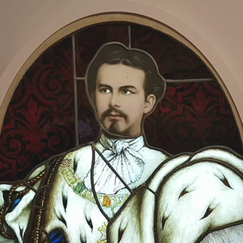 Foto: Glasfenster mit Porträt Ludwigs II. in Haus Wahnfried