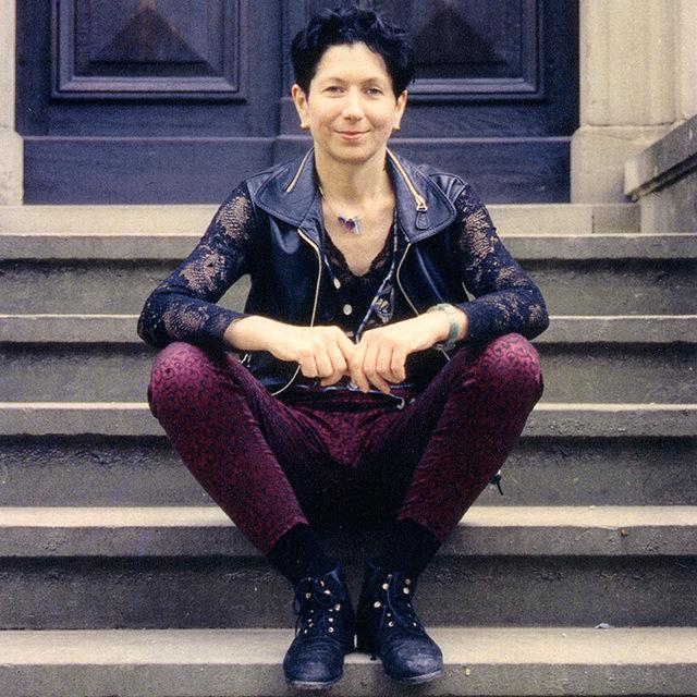 Foto: rosalie auf der Vortreppe von Haus Wahnfried, 1994