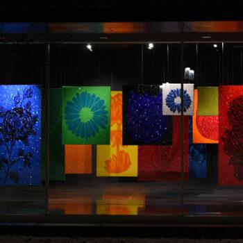 rosalie: Kristallpark – aus hängenden Gärten, Rauminstallation, und Neon-Rose, im Neubau des Richard Wagner Museums 2020